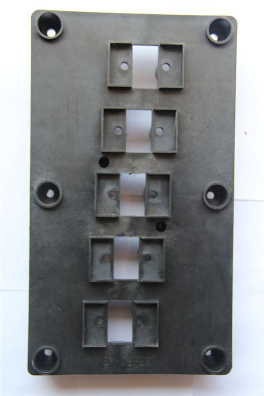 16相位插座主排3mm